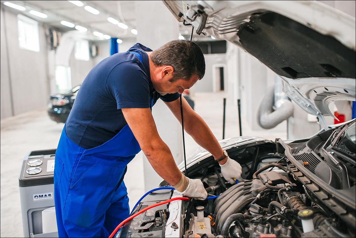 Картинки мастер по ремонту и обслуживанию автомобилей